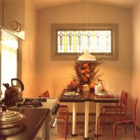 Cottage Kitchen: Stained glass